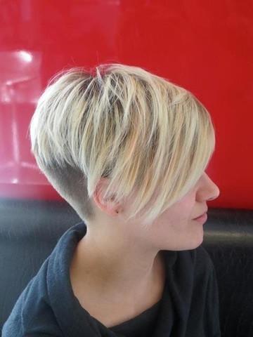 Kurzhaarfrisur Undercut Haare Rasieren