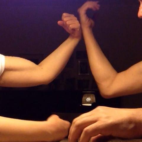 Links meine Freundin, rechts ich  - (Muskeln, Kraft)
