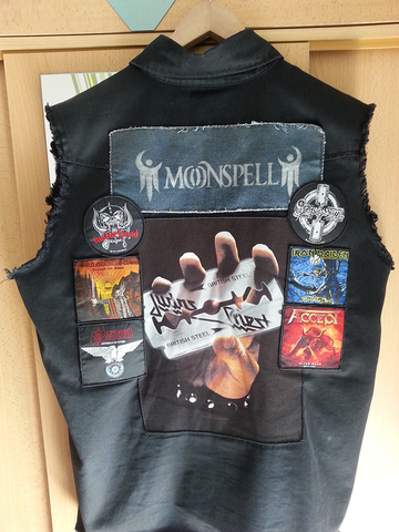 Rückseite - (Kleidung, Metal)