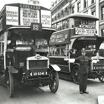 1926: Geschlossener Doppeldecker in London - (London, london-busse, rote-busse-london)