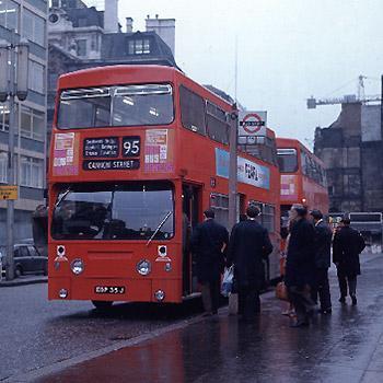 1971: Moderne Doppeldecker in London - (London, london-busse, rote-busse-london)