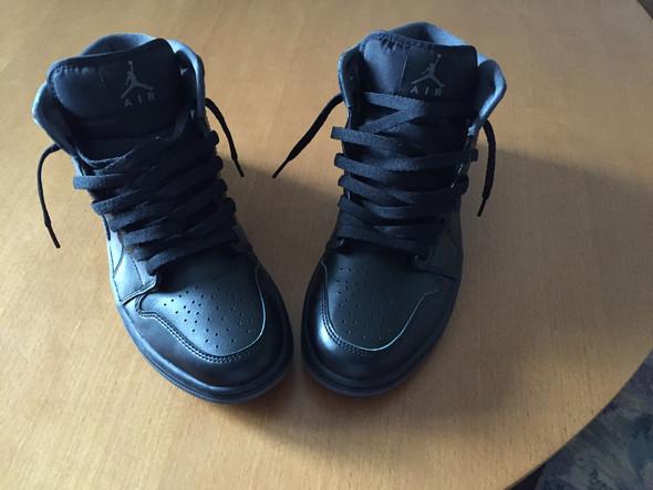 - (Schuhe, verrückt, Schleifen)