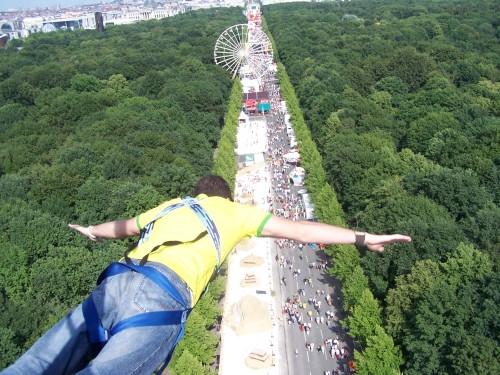 - (Mut, Fallschirmspringen, bungee jumping)