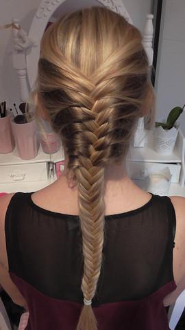 Fischgrätenzopf - (Schule, Frisur, lange Haare)