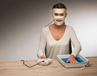Iontophorese-Anwendung gegen Schwitzen im Gesicht - (Sommer, schwitzen, Waerme)