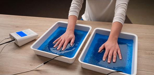 Iontophorese gegen schweißnasse Hände - (Hand, schwitzen)