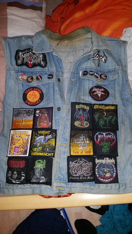 - (Musik, Kleidung, Rock)