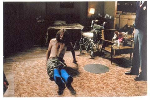 Forrest Gump: Schauspieler trägt blaue Strumpfhose, die später wegretuchiert wird. - (Film, Tricks, Hollywood)