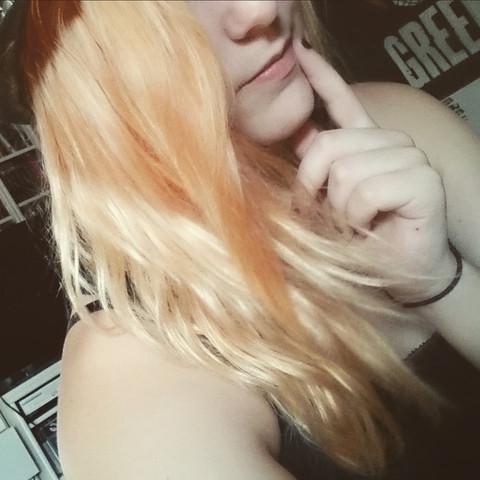- (Haare, Haarfarbe, rot)