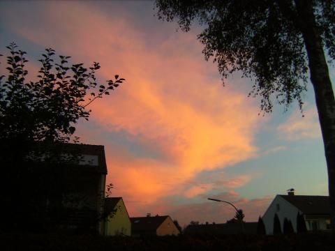 Rote Chemtrail-Wolken - (rot, Abend, Himmel)