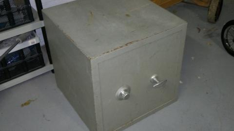 tresor mit mechanischem zahlenschloss und vorhandener. Black Bedroom Furniture Sets. Home Design Ideas