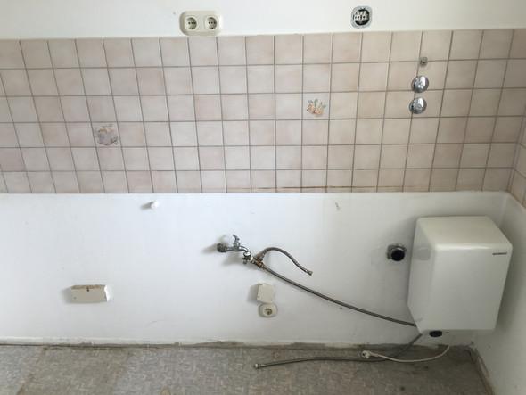 - (Küche, Waschmaschine)