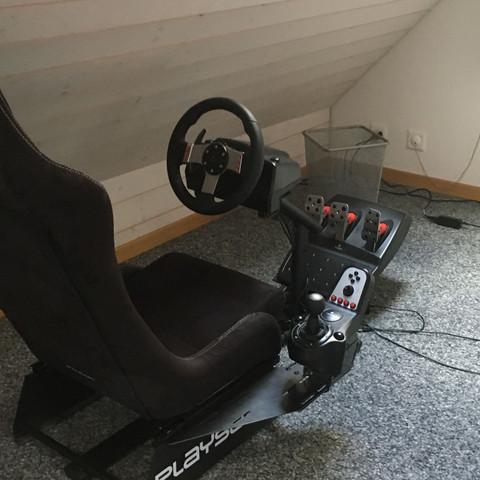 Die Schaltung muss noch sepparat kaufen aber die kostet etwa um die 30 Euro!;) - (Auto, Gaming, City Car Driving)