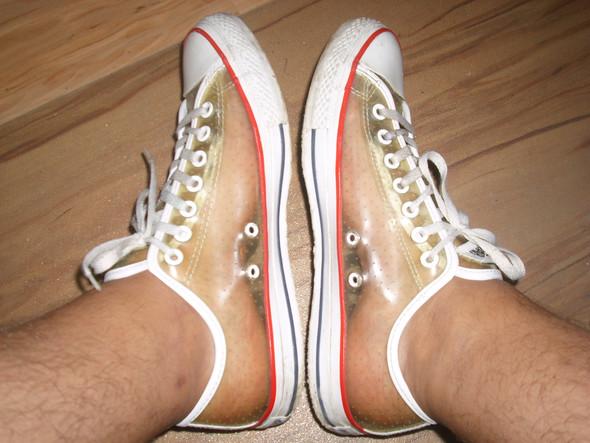Chucks aus transparentem Gummi auch barfuß ohne Socken  - (Mädchen, Mode, Kleidung)