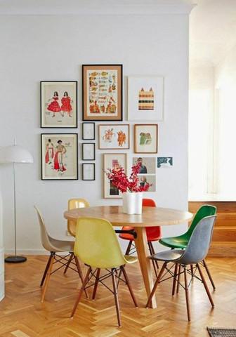 Sollten an einem Esstisch alle Stühle die selbe Farbe haben oder ...