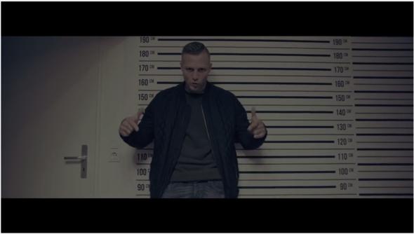 """Aus dem Video zu """"Hassliebe"""" - (Größe, Kontra k)"""