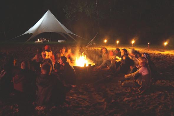 Abends am Lagerfeuer - (Urlaub, Ferien, Erwachsene)