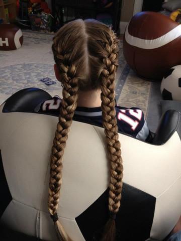 - (Haare, Frisör, Extrem lange Haare)