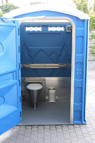 - (Toilette, Klo, Veranstaltungstechnik)