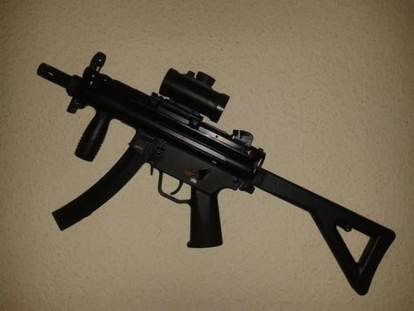 - (Freizeit, Waffen, Pistole)