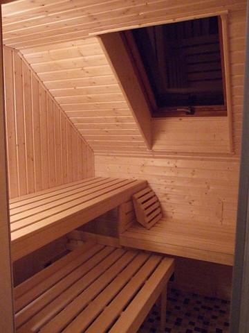 sauna bei dachschr ge. Black Bedroom Furniture Sets. Home Design Ideas