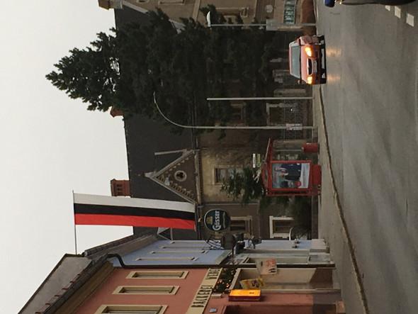 Hier ein Foto von der Flagge  - (Flagge, Fahne)