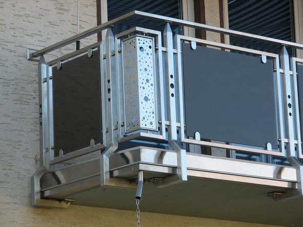 balkon sichtschutz grau meterware stoff bunt grau hunde. Black Bedroom Furniture Sets. Home Design Ideas