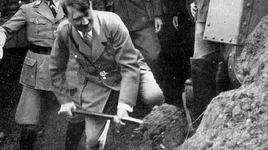 Adolf Hitler, beim Bau des 45sten Kilometer der ersten Autobahn, - (Autobahn, Hitler)