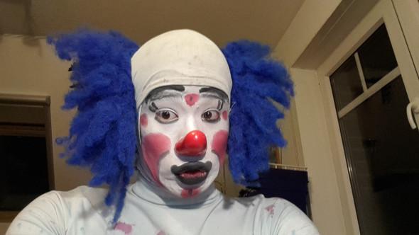 clown face an fasching siehe foto k nnen wir so. Black Bedroom Furniture Sets. Home Design Ideas