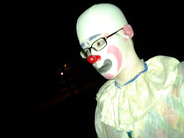 Ich abends auf dem Nachhauseweg als Clown - (Recht, Strafe, Clown)