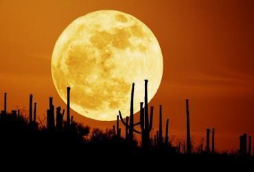 Großer Mond, von http://lebenskreis.org/wp-content/uploads/Mond-gross-hell-H... - (Physik, Chemie, Philosophie)