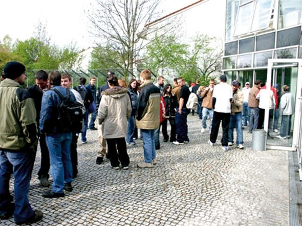 Albrecht-Schnitter-Schule Pausenhof - (Nahrung, Food, herzogsägmühle)