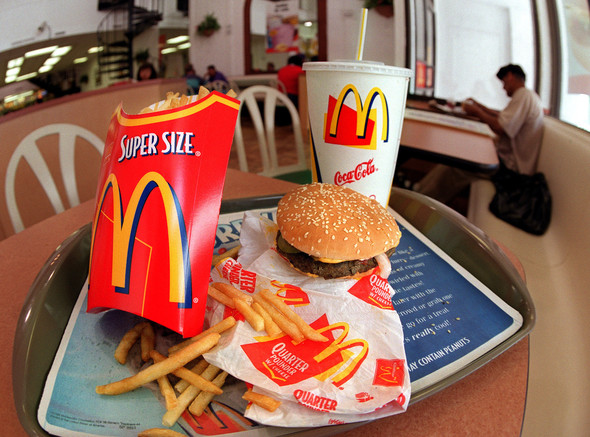 the fast food problem super size Fast food can be both good and bad for you  spurlock's 2004 super size me have demonized the fast food industry as a whole  the problem then becomes the issue of temptation, but the more you are exposed to it, the.