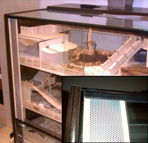 Glasterrarium mit zusätzlicher Belüftung durch Lochblech in Türschienen. - (Terrarium, hamster2.03)