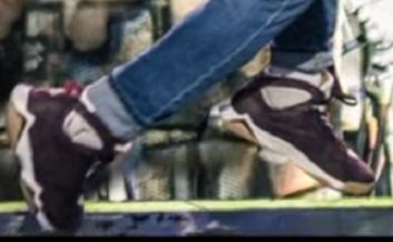 - (Video, Schuhe)