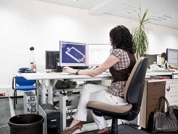 Arbeiten mit einem CAD-Programm - (Computer, Beruf, Produktdesigner)