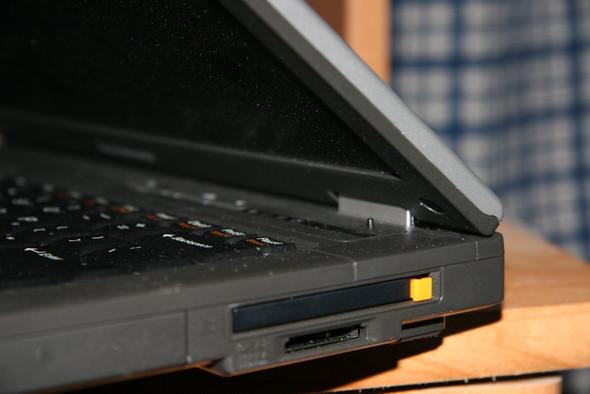 """Das Ding mit dem gelben """"Knopf"""" - (Computer, PC, Technik)"""