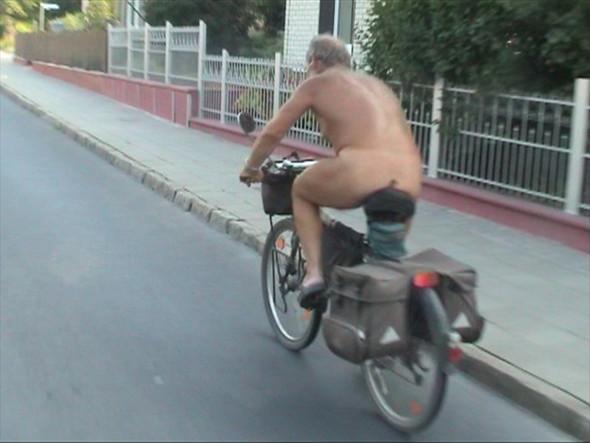 ist es verboten nackt auto zu fahren