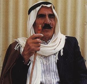 arabischer Mann mit üblicher Kopfbedeckung - (Religion, Gesellschaft, Islam)