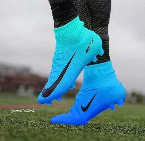 - (Sport, Fußball, Nike)
