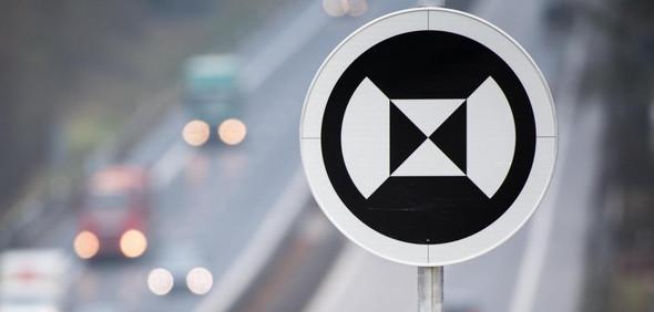 - (Auto und Motorrad, Autobahn, Hinweisschilder)