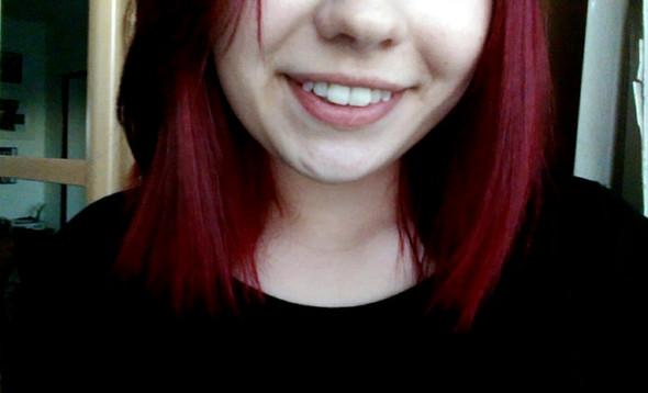 - (Haarfarbe, rot, braun)
