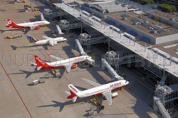 Nürnberger Airport mit Finger - (Flugzeug, fliegen, Flug)