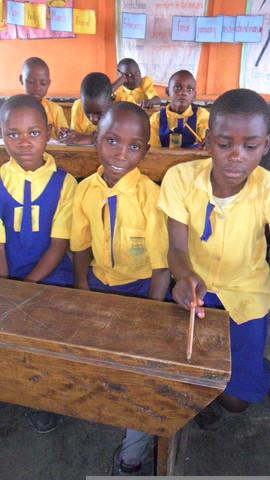 Schüler der Primary School die Abaana Afrika unterstützt - (Organisation, seriös, patenschaft)