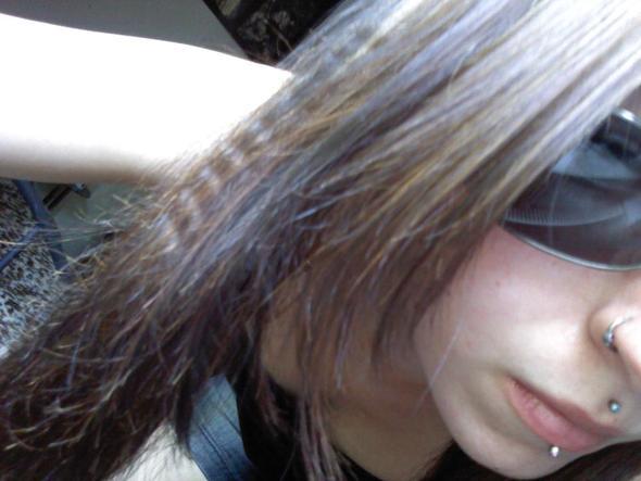 Oberstes Lippenpiercing ist mein Medusa und das untere ein Labret (made bye liz) - (Piercing, Lippenpiercing)