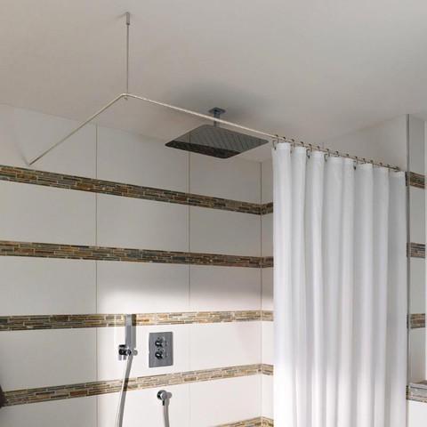 duschen in der badewanne ohne duschvorhang wasser bad badezimmer. Black Bedroom Furniture Sets. Home Design Ideas