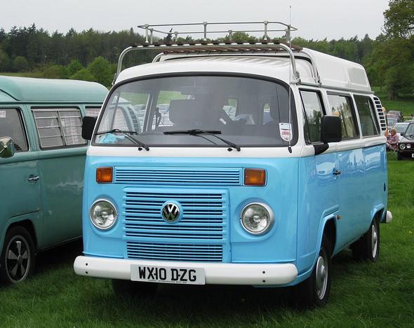 - (Auto und Motorrad, bully, VW-Bus)