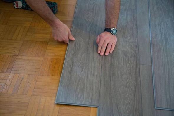 selbstklebende vinyl dielen auf parkett geht das gut miete entfernen boden. Black Bedroom Furniture Sets. Home Design Ideas
