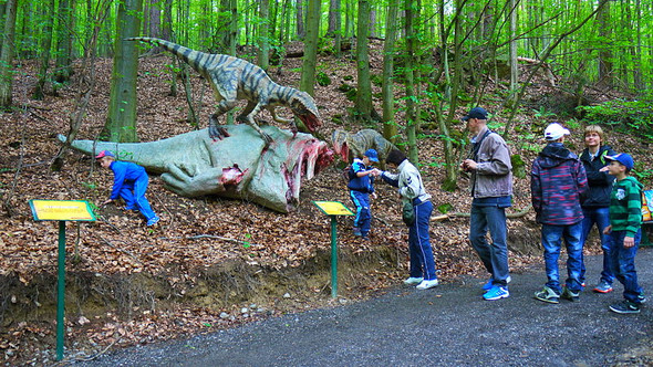 - (suche , Park, Dinosaurier)