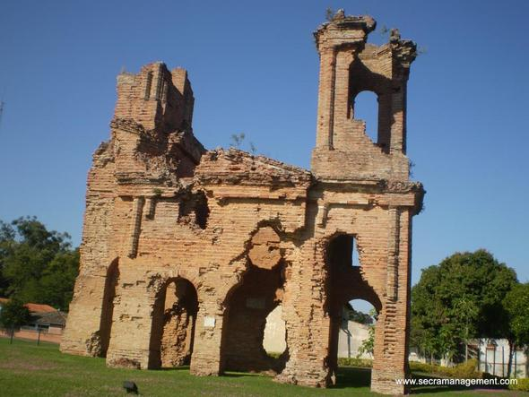 Kirchen Ruine.  - (Arbeit, Sprache, Ausland)